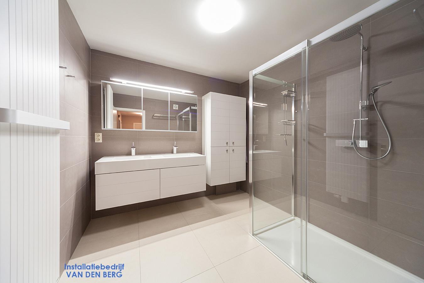 Badkamer Sanitair Belgie : Verwarming sanitair badkamers installatiebedrijf van den berg