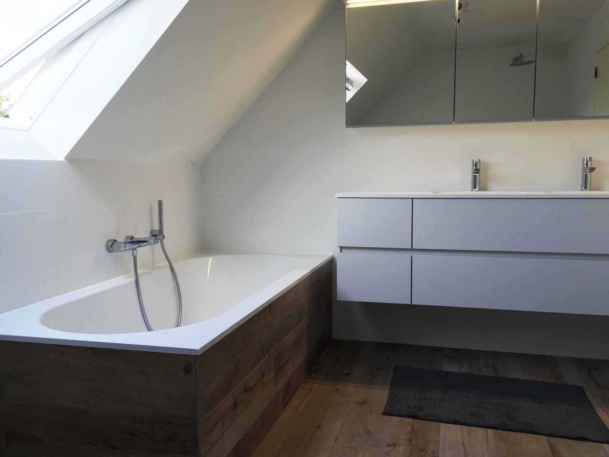 Verwarming sanitair badkamers installatiebedrijf van den berg hoogstraten - Tub onder dak ...