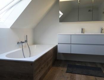 Badkamerrenovatie onder schuin dak te Hoogstraten